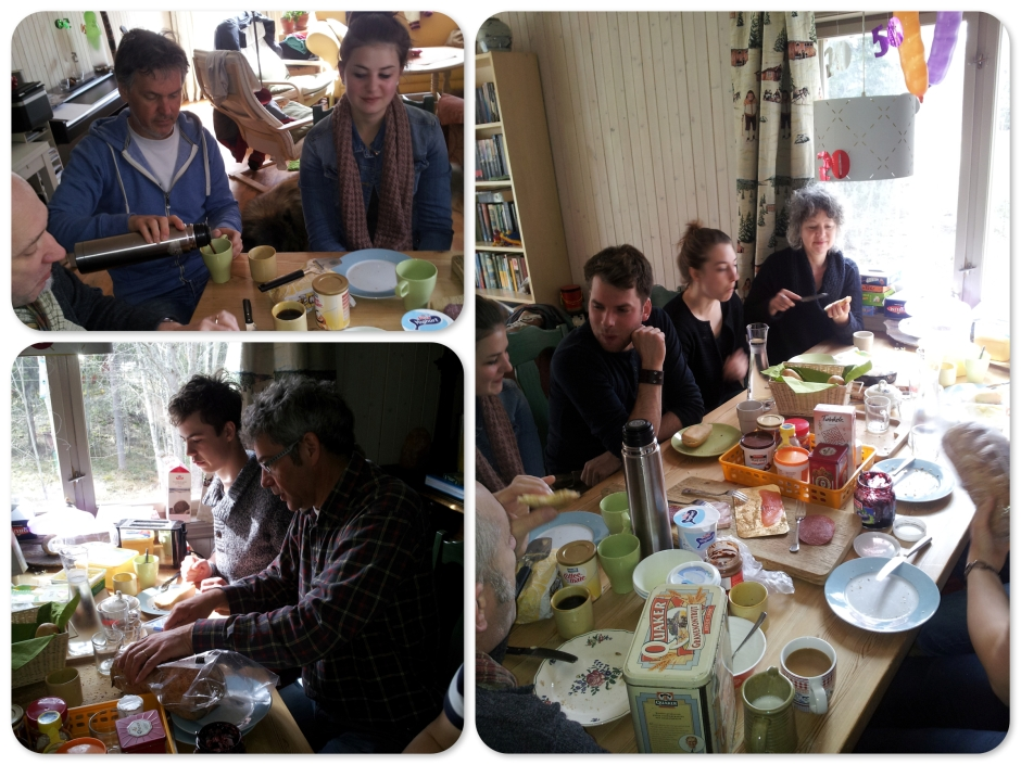 Om 8.00 uur weer op om gezellig samen  te ontbijten. På åtte igjen til en hyggelig frokost sammen.