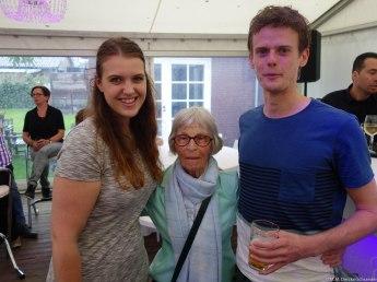 Janneke, (O)ma Derckx, moeder van Johan, en Ingmar, de vriend van Janneke
